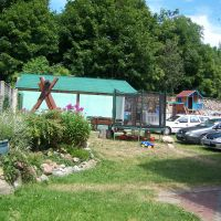 Kolejny kącik grillowy, huśtawka ogrodowa i trampolina